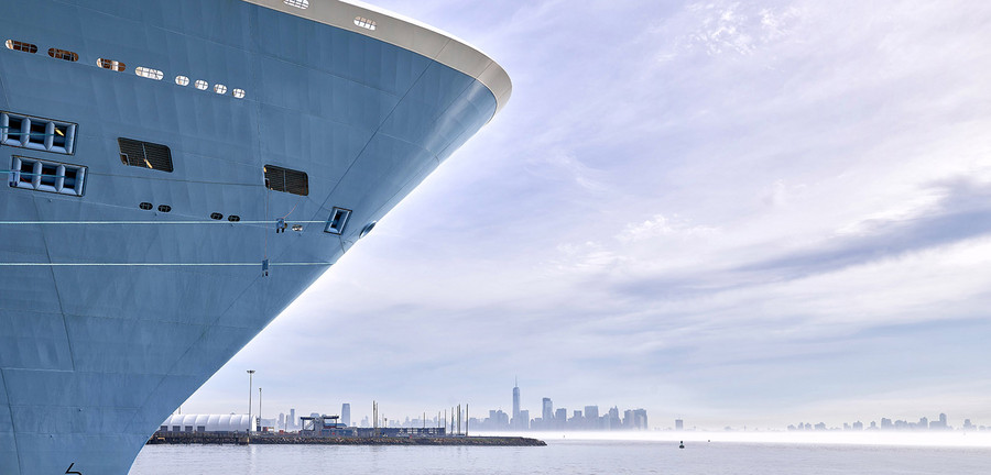 """6:50 am – The Anthem of the Seas has returned from a Caribbean cruise and is docked at Cape Liberty port near New York. """"Turnaround day"""" begins: All the passengers disembark and a new group of vacationers comes on board. Photo: Porsche Consulting."""